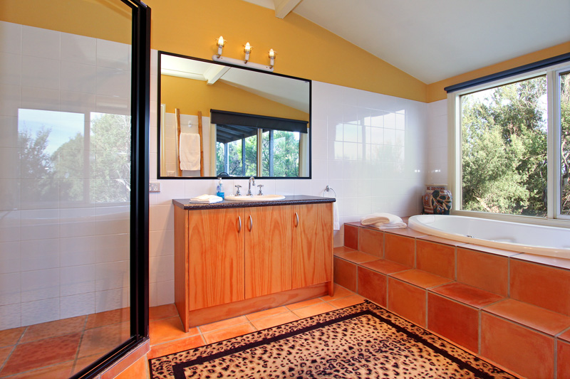 African Cottage spa bathroom