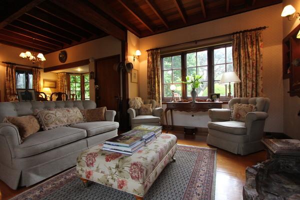 Briarswood Cottage Lounge Room