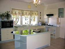 Large, entertainer's kitchen, fully equipped