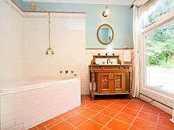 Bathroom with cnr spa bath