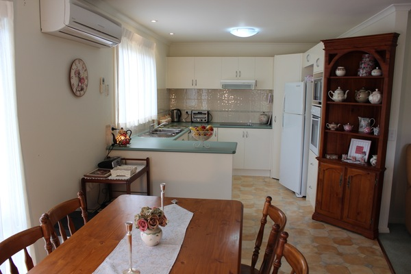 Fully equipped kitchen and spacious dining area