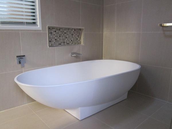 Captain's luxury freestanding soaker bath