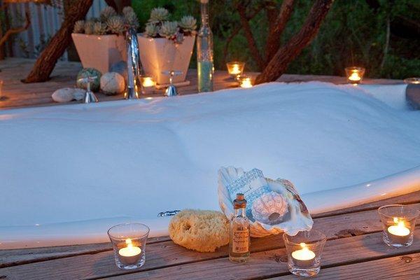 Candle light bathing